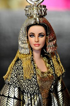 Elizabeth Taylor as Cleopatra Barbie Doll by Noel Cruz, one of the most versatile and distinguished repaint artists in the doll community. Elizabeth Taylor Cleopatra, Queen Cleopatra, Cleopatra Costume, Egyptian Costume, Egyptian Queen, Egyptian Goddess, Egyptian Fashion, Actrices Hollywood, Grace Kelly
