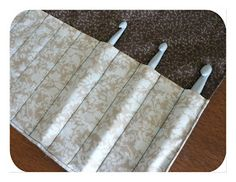 Crochet hook roll tutorial •✿•  Teresa Restegui http://www.pinterest.com/teretegui/ •✿•