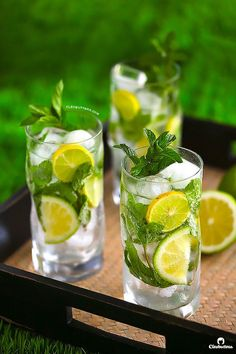 All the refreshing flavors of a mojito…non of the guilt! 3 ingredients and 1 minute are all you need to make this figure-friendly mocktail, that will cool you off during summer.