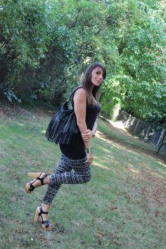 Joli legging aztèque sur  le blog de Poussine swagday.fr. Elle nous montre avec quels vêtements associer ce legging imprimé. Vous pouvez retrouver plein de silhouettes sur leggingstar.fr.