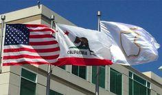 Esta es la nueva bandera que se puede ver en los HQ de Apple - http://www.actualidadiphone.com/esta-es-la-nueva-bandera-que-se-puede-ver-en-los-hq-de-apple/