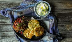 Pollock Patties with Raw Vegetables and Herb Dressing Fish Patties, Fishcakes, Raw Vegetables, Creme Fraiche, Vegetable Salad, Palak Paneer, Food To Make, Seafood, Curry