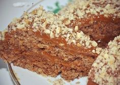 5-minute nutty cake without flour and butter