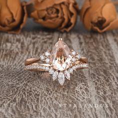 Pear Shaped Engagement Rings, Engagement Ring Shapes, Dream Engagement Rings, Rose Gold Engagement Ring, Pear Shaped Rings, Pear Wedding Ring, Wedding Unique, Dream Wedding, Vintage Wedding Sets