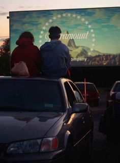Drive In movie theater. You and I are going to a drive in movie this summer come HELL or HIGH WATER! Couple Tumblr, Hipster Vintage, Retro Vintage, Drive In Movie Theater, Movie Drive In, Movie Dates, Romance, Summer Photos, Hopeless Romantic