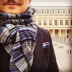 That's a very #happymoustache ! ---- #itscoldoutside #palaisroyal #moustache #moustacherules #movember #movember2017 #menstyle #mensfashion #menswear #mensoutfit #modehomme #ootd #ootdman #ootdmen #frenchmen #paris #parisian #parisianmen #dapper #lookoftheday #picoftheday #gentleman #pochettedecostume #pocketsquare #scarf #echarpe #stripes #intweedwetrust