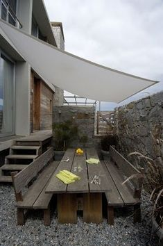 Canvas providing shade instead of a more expensive umbrella - wonder would this work for rain too! - AL MARE Outdoor Rooms, Outdoor Gardens, Outdoor Living, Outdoor Decor, Outdoor Shade, Patio Shade, Pergola Plans, Pergola Kits, Pergola Ideas