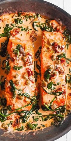 Salmon is cooked in a skillet together with spinach, artichokes, sun-dried tomatoes, capers, cream sauce. Healthy Salmon Recipes, Easy Fish Recipes, Seafood Recipes, Easy Meals, Healthy Dinner Recipes, Healthy Chicken, Sushi Recipes, Crockpot Recipes, Cake Recipes