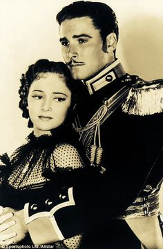Errol Flynn and Olivia De Havilland in 'The Charge of the Light Brigade' (1936) ...