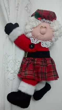 Christmas on Tartan Road Felt Christmas Decorations, Whimsical Christmas, Christmas Projects, Christmas Crafts, Christmas Ornaments, Cute Crafts, Diy Crafts To Sell, Christmas Chair Covers, Felt Doll Patterns