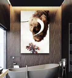 Poster van een Schotse Hooglander die leunt naar enkele bloemen. Kleurrijke uitvoering met een vintage touch tegen een lichte achtergrond. Deze poster is bijzonder geschikt voor in een Scandinavisch, modern, minimalistisch, basic , industrieel, klassiek of landelijk interieur. Vanaf €19.95 Work Inspiration, Bathroom Inspiration, Bathroom Interior Design, Decor Interior Design, Contemporary Baths, Upstairs Bathrooms, Attic Rooms, Diy Photo, Toilets