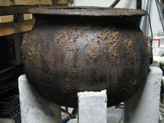How to make a cheap plastic cauldron look old and spooky...