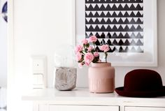 Kotipalapeli inspiration. Blush and black bring classic charm into a space.