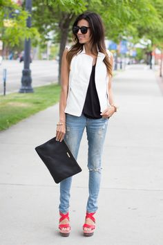 Mural Faux Leather Vest Stunning white faux leather vest with side zip. Very smooth & soft. NO PP NO TRADES Mural Tops Mega Fashion, Star Fashion, Look Fashion, Fashion Outfits, Womens Fashion, Fashion Design, Ladies Fashion, Casual Chic, Spring Summer Fashion