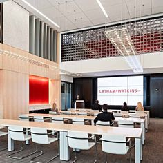 For its entry into Houston, Latham & Watkins sought a unique space to position itself in the market. Located in Houston's newest...