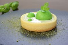 Basil tart - white chocolate ganache with basil, super fresh flavor. Delicious Recipes, Yummy Food, White Chocolate Ganache, Basil, Panna Cotta, Homemade, Fresh, Ethnic Recipes, Pie