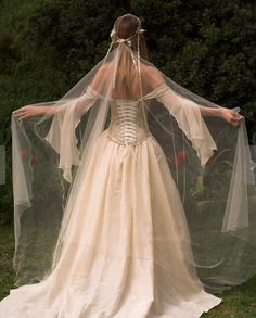 Medieval Renaissance Style Alternative Corset Wedding Gown - Genevieve for France tbh I would wear t Renaissance Dresses, Renaissance Fashion, Medieval Dress, Medieval Gothic, Renaissance Fair, Gothic Steampunk, Steampunk Clothing, Victorian Gothic, Steampunk Fashion