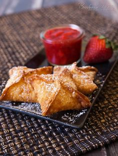 Strawberry Cheesecake Wontons - Barbara Bakes - - Strawberry Cheesecake Wontons with a cheesecake filling deep fried until they're golden brown and crispy, then served with a sweet, fresh strawberry sauce. Cheesecake Frito, Fried Cheesecake Bites Recipe, Cheesecake Recipes, Cheesecake Desserts, Dessert Oreo, Brownie Desserts, Köstliche Desserts, Dessert Recipes, Strawberry Sauce