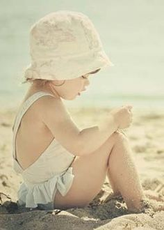 ♥ adorable with a hat (a must) at the beach
