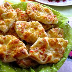 Cheese and ham puff pastry boats