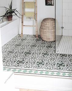 Bei den #Fliesen hab ich mich was getraut...und noch nie bereut...#marokkanischefliesen #zementfliesen #bad #badezimmer Bad Inspiration, Bathroom Inspiration, Bathroom Ideas, Interior Architecture, Interior Design, Minimalist Interior, Bath Mat, Sweet Home, New Homes