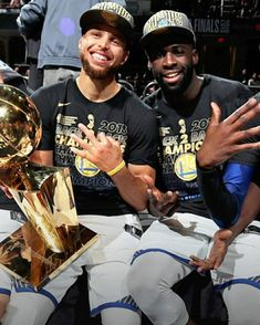 Stephen Curry and Draymond Green Sports Page, Strength Training Equipment, Draymond Green, Stephen Curry, Learning To Be, Champs, Best Friends, Exercise, Warriors