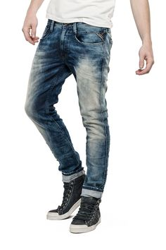 Jeans Man Slim Fit - Replay Maestro Selection ANBASS 855 570 EUR EUR 570 Men's slimfit jeans with zip fly, regular waist/fit and straight leg. Special corrosive gel wash for a cloudy nuance effect. Chunky whiskers & creases to finish. Jeans Replay, Jeans Pants, Jeans And Boots, Slim Fit Ripped Jeans, Mode Jeans, Clothing Co, Vintage Denim, Jeans Style, Men Casual