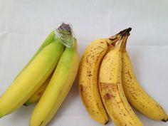 Enrole as coroas da banana em filme plástico Isso vai mantê-la mais 3 ou 4 dias além do usual.