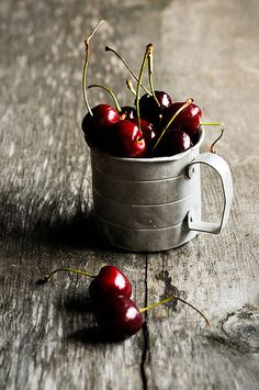 lindasinklings: a cup of cherries. Photographer Michael Grayson … (by digimono ( Mostly Away ))