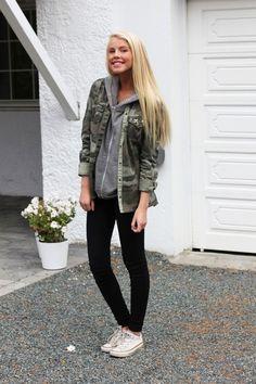32af3d82601 Aurora Mohn in a camoflauge jacket