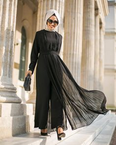 Abaya Style 745416175803729315 - Image may contain: 1 person Source by Casual Hijab Outfit, Casual Skirt Outfits, Summer Fashion Outfits, Summer Outfits Women, Modest Fashion, Fashion Clothes, Casual Skirts, Dress Outfits, Hijab Style