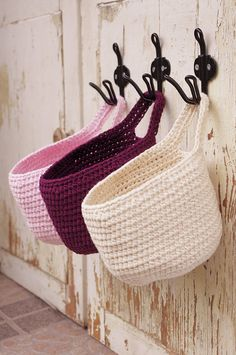 Small crochet hanging basket with one handle. Made from 100% cotton fiber. You can use them in your bathroom, on your door knobs, or in your kids
