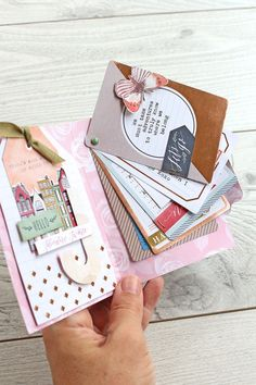 Mini File Folder Card by Chantalle McDaniel for We R Memory Keepers Simple Flipbook Mini Albums Scrap, Mini Scrapbook Albums, Scrapbook Cards, Pochette Photo, Snail Mail Pen Pals, Pen Pal Letters, We R Memory Keepers, Mini Books, Flip Books