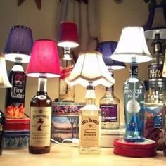 Please do not throw away your uesd and empty wine bottles. It can be magical decoration for your home.Just with a little creative inspiration and a do-it-yourself attitude, you can turn those empty wine bottles into a variety of decorations. Diy Bottle Lamp, Bottle Chandelier, Empty Wine Bottles, Liquor Bottles, Garrafa Diy, Diy Projects For Men, Lampe Decoration, Decorations, Light Crafts