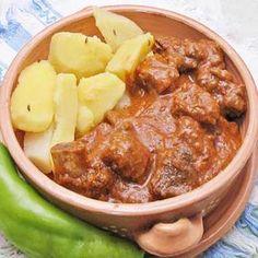 Szürke marha pörkölt almával recept Chili, Beef, Food, Meat, Chile, Essen, Meals, Chilis, Yemek