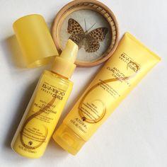 ALTERNA • BAMBOO SMOOTH CURLS • Crema e Spray trattamento anti-crespoCapelli liberi e selvaggi nel weekend, tra sole e mare, onde e riccioli naturali enfatizzati e tenuti a bada con la crema e lo spray della linea eco Bamboo Smooth Curls di Alterna. Via l'effetto crespo, il mio mosso naturale è perfettamente definito, elastico, morbido, setoso. L'olio di Bamboo, il prezioso olio di Kendi e gli aminoacidi della seta contenuti nella formulazione, rinforzano, riparano, levigano e avvolgono le…