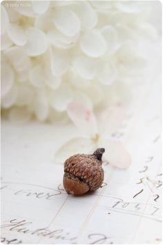 A Rosy Note: Simple Autumn Decorating Autumn Day, Autumn Home, Autumn Leaves, Soft Autumn, Oak Leaves, Acorn And Oak, Little Acorns, Fresh Farmhouse, Bokeh Photography