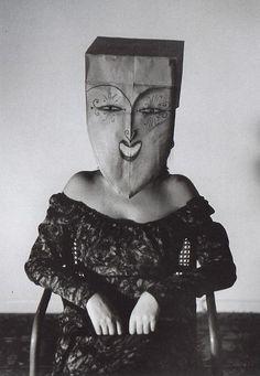 Mascarada // Masquerade (by Inge Morath) Saul Steinberg, The New Yorker, Inge Morath, Art Brut, Top Photographers, Art Graphique, Magnum Photos, Creepy, At Least