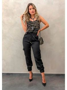 Calca-black-mara Fashion 2020, Look Fashion, Fashion Models, Chic Outfits, Fashion Outfits, Joggers Outfit, Thailand Outfit, Fashion Tips For Women, Feminine Style