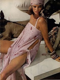 Pink vintage fashion Lisa Taylor by Helmut Newton for Vogue (May, - Helmut Newton Beauty Edit - Ever & Wright Helmut Newton, News Fashion, Foto Fashion, Fashion History, Vogue Fashion, Vogue Editorial, Editorial Fashion, 70s Party, Kate Moss