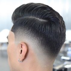 "Páči sa mi to: 891, komentáre: 3 – Mens Hairstyles 2017 (@ukmasterbarbers) na Instagrame: ""@krispyfades ☝✂ . Tag a friend & comment below  . For more mens hair follow @Barber_United ✅ .…"""