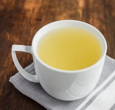 This recipe for ginger pineapple tea is great hot or cold. The citrusy spice of the ginger and the tropical pineapple mesh together to create a healthy tea. Hot Tea Recipes, Green Tea Recipes, Easy Recipes, Pineapple Tea, Tea For Colds, Tea Cocktails, Tea Drinks, Ginger Tea, Drinking Tea