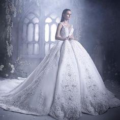 دائمًا ما تحول العروس إلى ملكة بليلة العرس بتصميمات مبهرة لفستان الزفاف، حيث كشفت دار الأزياء الإماراتية دار سارا Dar Saraعن فساتين زفاف Renai ..