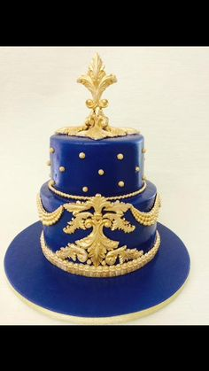 Cake by Greg Cleary made with our Grand Tassel Border and Classic Pearl Swag Molds