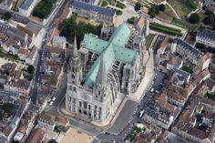 Outstanding cathedrals of France by Frank Mulliez Middle Age Fashion, Architectural Features, Gothic Art, Corsica, Beautiful Buildings, Rooftop, Big Ben, Catholic, New York Skyline