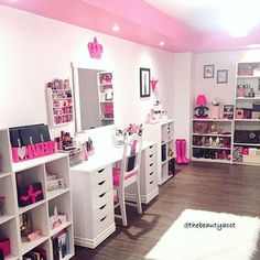 Elegant Makeup Room Checklist & Idea Guide for the best ideas in Beauty Room decor for your makeup vanity and makeup collection. Sala Glam, Teen Bedroom, Bedroom Decor, Bedrooms, Rangement Makeup, Beauty Room Decor, Ikea Inspiration, Vanity Room, Glam Room