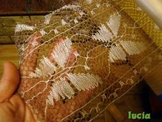 trabajos actuales - Maria Lucia Muñoz - Álbumes web de Picasa Bobbin Lace Patterns, Lacemaking, Lace Heart, Picasa Web Albums, Lace Jewelry, Needle Lace, Lace Detail, Projects To Try, Butterfly