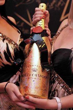 Happy New Year Champagne Moet Chandon, Ladies Night, Girls Night Out, Champagne Moet, Luxe Life, Sparkling Wine, Fashion Moda, Wine And Spirits, Luxury Lifestyle