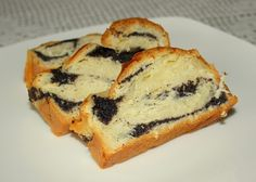 POPPY SEEDS AND HONEY CAKE - recipe https://learnabouthoney.com/desserts-for-easter