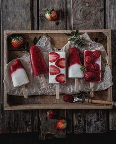 Не знаю что там едят на завтрак с йогуртом но я требую шоколадку торт и мороженое. Мороженое так и быть пусть будет из йогурта и клубники. А ещё требую чтобы мне было 6 лет и в школу ещё только через год.  #марафонзавтраков2 от @russianfoodieproject & @wilmax_england by okuprin